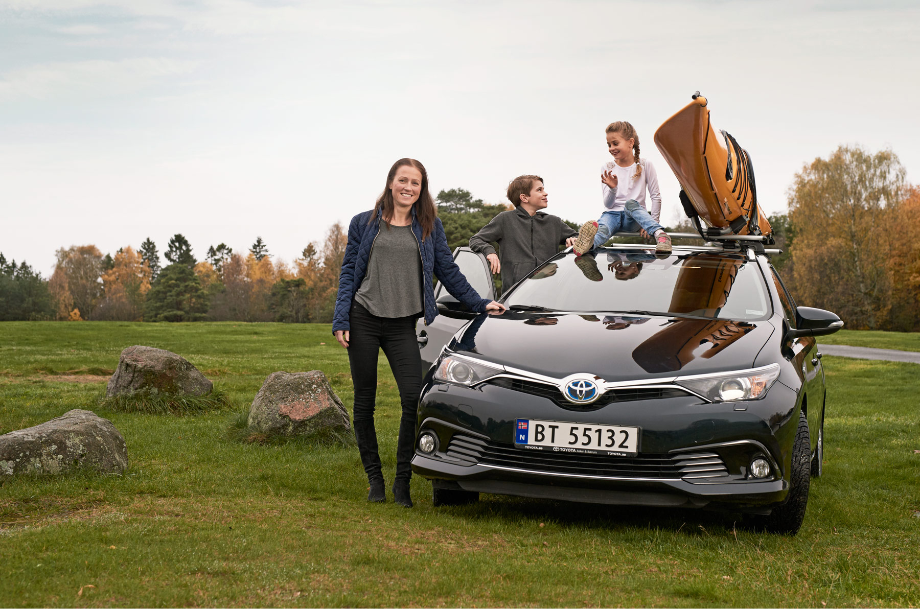 Family with their Toyota car. Advertising by Håvard Schei