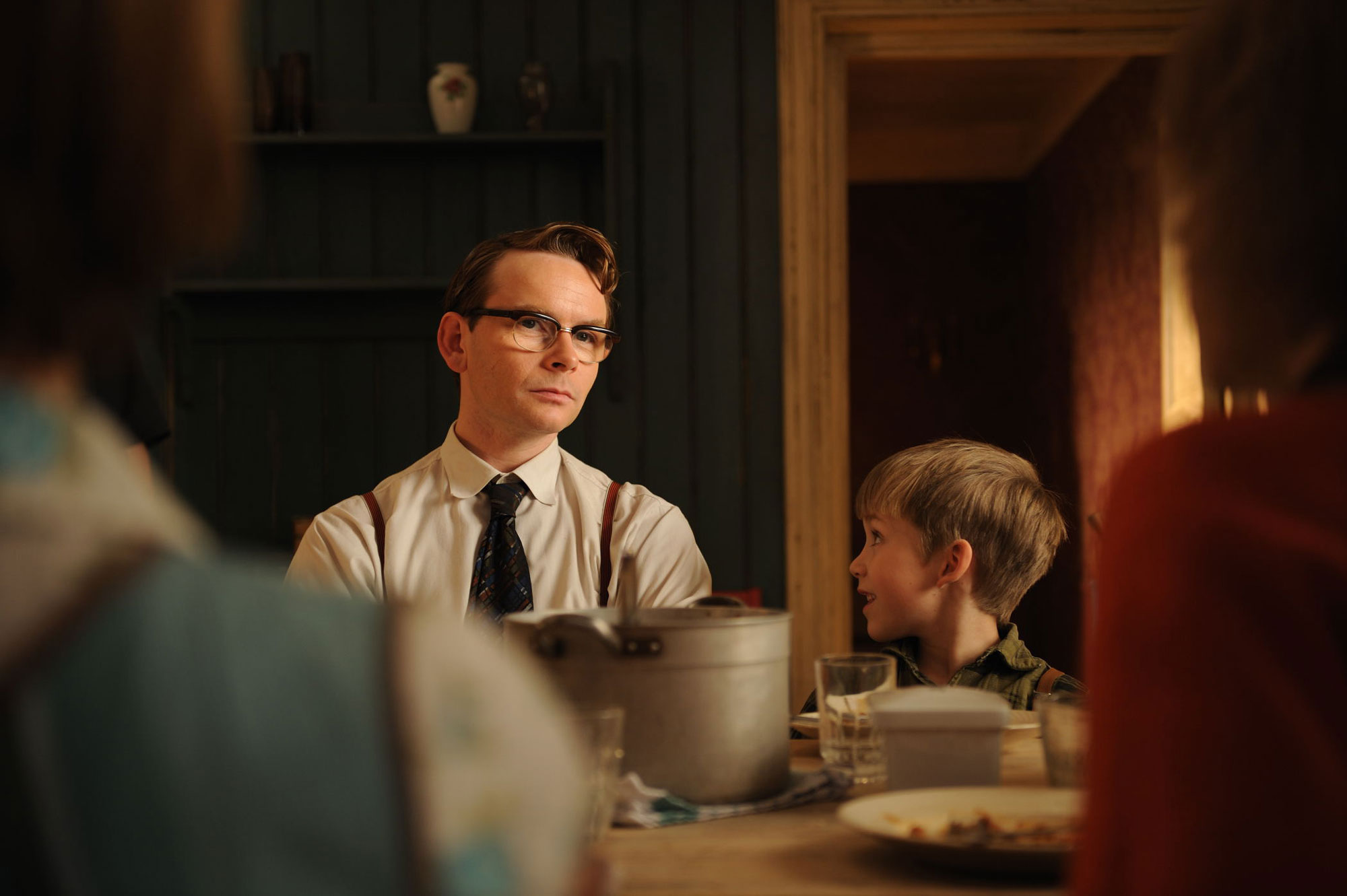 Jana Gunnar Røise and Adrian Grønrønevik Smith in the kitchen. Stills from the childrens feature film Knerten/Twigson.